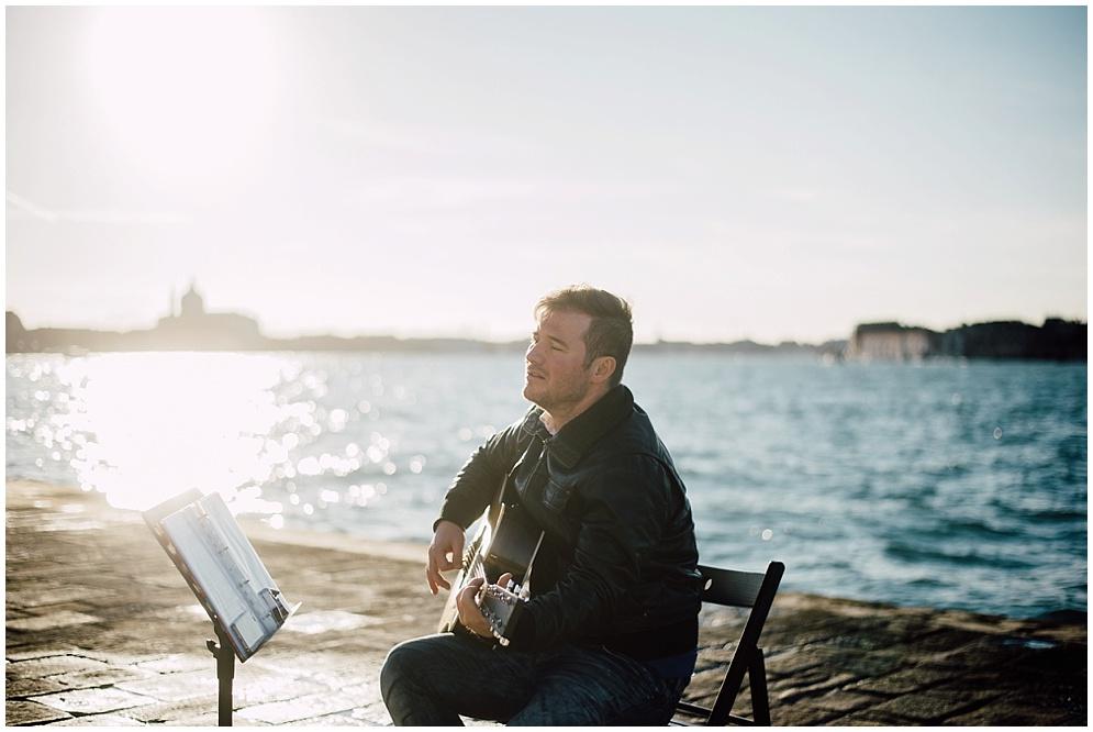 musician-guitarist-singer-venice-proposal_0001