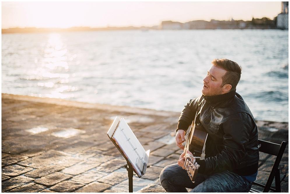 musician-guitarist-singer-venice-proposal_0002