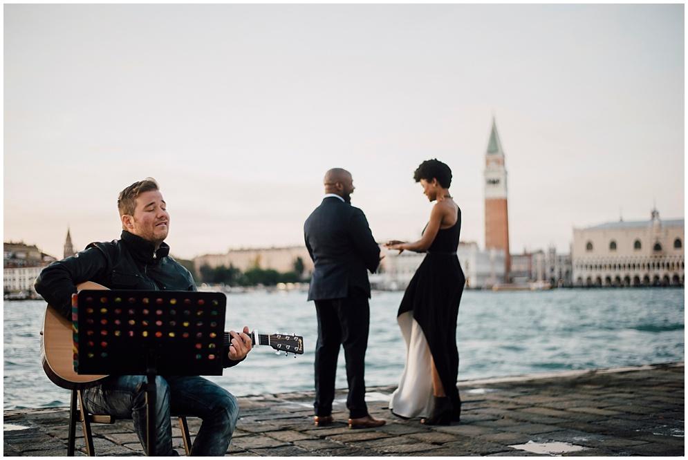 musician-guitarist-singer-venice-proposal_0012